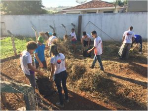 Limpeza espaço da horta Colégio Dep Coronel Carrijo